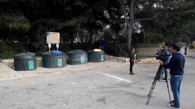 Degüellan a una mujer y la tiran a un contenedor en Moraira