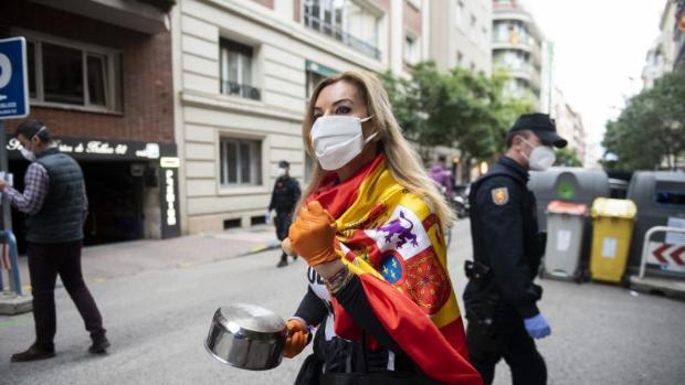 Manifestante en la calle Núñez de Balboa