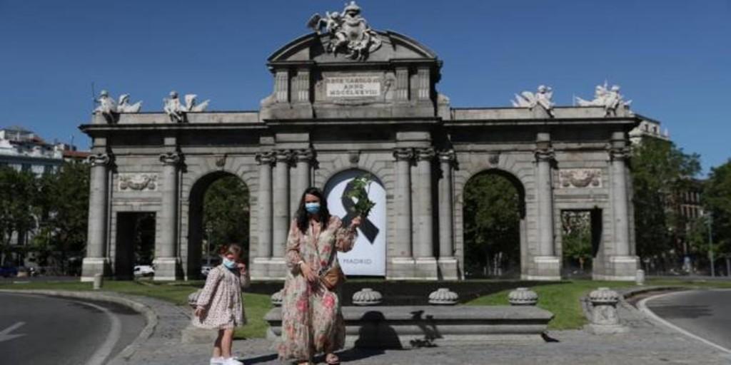 Las cinco terrazas de la Puerta de Alcalá coordinan su reapertura para cuando Madrid pase a la fase 1
