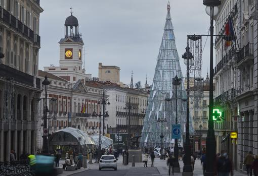 Puerta del Sol already shines with the Christmas tree