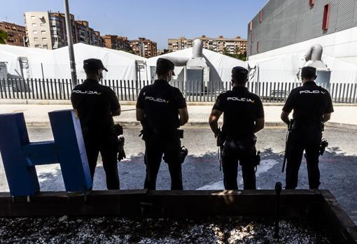 Image of some National Police officers taken next to the Generalitat field hospital in Alicante