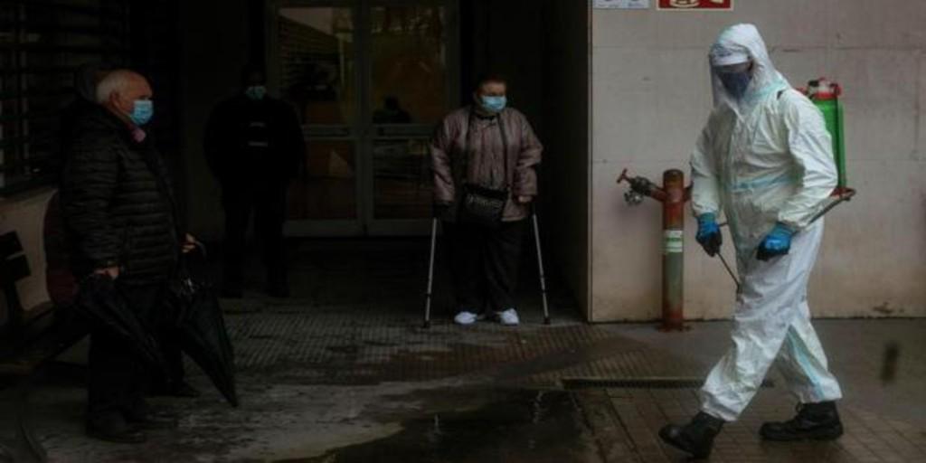 Una enfermera del hospital de La Coruña «suplica» que la población coopere: «No va a acabar nunca, mucha gente morirá»