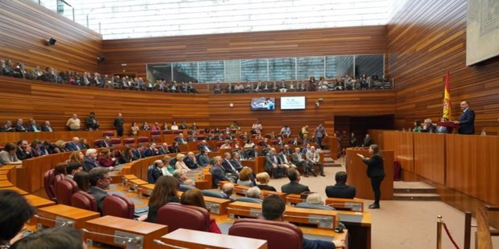 Castilla y León conmemora hoy sin fiesta su Día del Estatuto