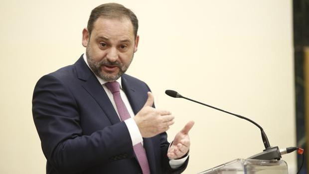 El PP pide la comparecencia urgente de Ábalos por su «sospechoso» viaje: «Esto no huele mal, apesta»