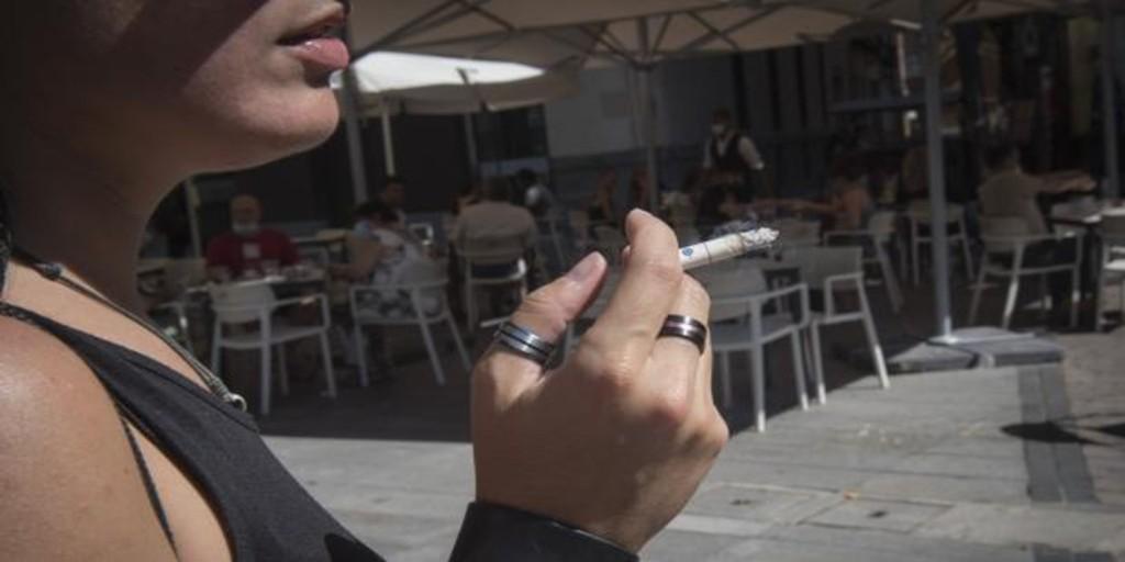 Mujer y fumadora: la combinación letal del coronavirus