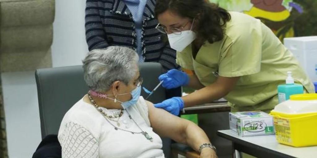 El Sergas llamará uno a uno a los gallegos que faltan por vacunar