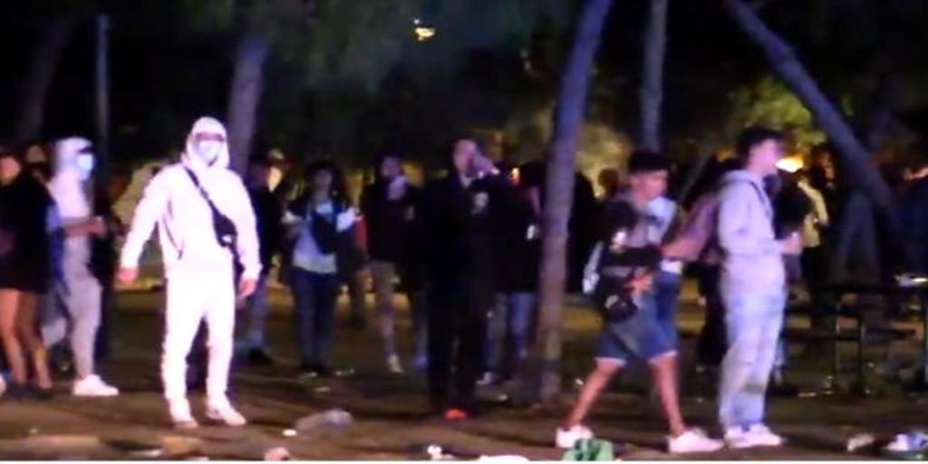 Cuatro jóvenes apuñalan a otro en el macrobotellón del Parque de Berlín