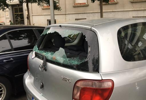 One of the cars affected by the riots, in the Pintor Rosales area