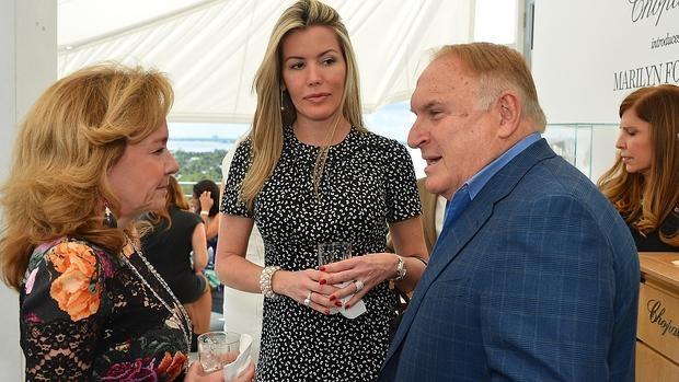 Bernal, entre Caroline Scheufele y Mauricio Zeilic, en un evento de la firma Chopard celebrado en Miami