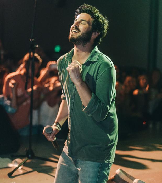 Willy Bárcenas durante un concierto en México