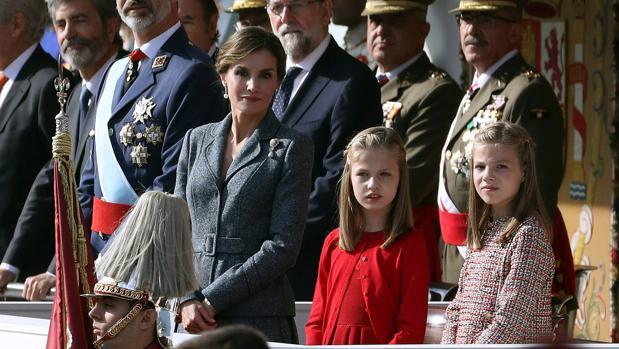 La Reína Letizia, con sus hijas, la Princesa Leonor y la Infanta Sofía
