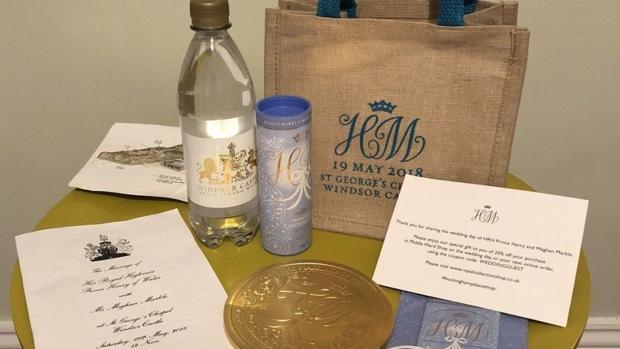 7b9311d5d80 Subastan en internet los regalos para los invitados a la boda del ...