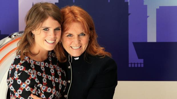 Eugenia de York junto a su madre, Sarah Ferguson
