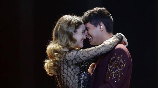 Amaia y Alfred interpretan «Tu canción» durante la final de Eurovisión