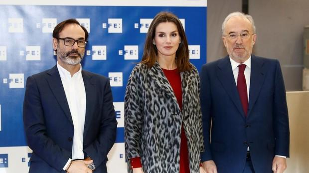 La Reina Letizia, el presidente de la agencia EFE, Fernando Garea, y Santiago Muñoz Machado, director de la Real Academia Española
