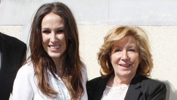 Malú junto a su madre