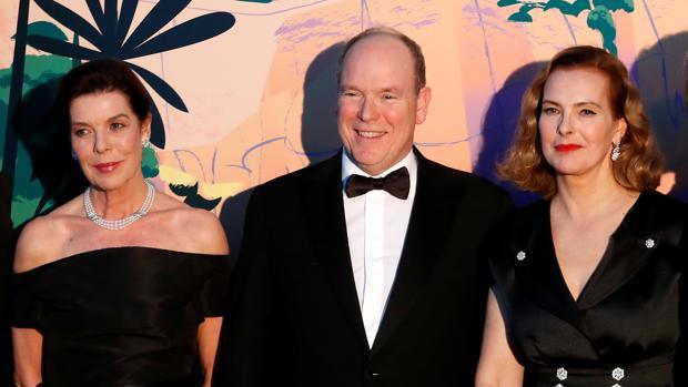 Carolina y Alberto de Mónaco, junto a Carole Bouquet