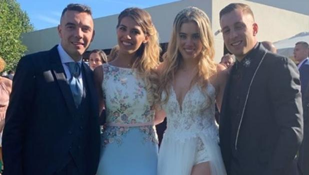 Iago Aspas y Jenni Rueda, junto con el futbolista Gerard Deloufeu con su pareja María Casas.
