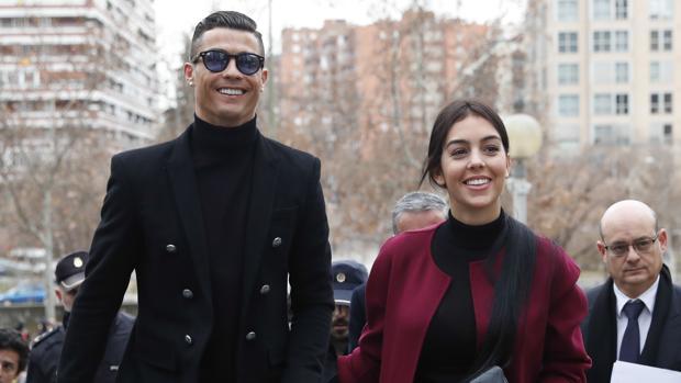 Cristiano Ronaldo y su mujer Georgina Rodríguez.