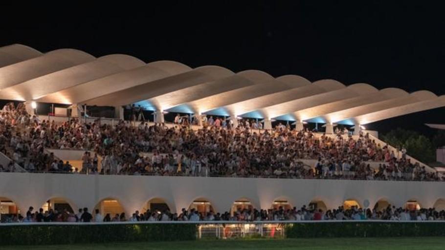 Fiesta a galope en el hipódromo de la Zarzuela