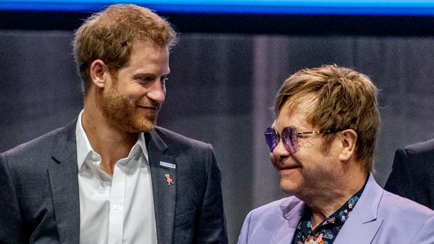 El Príncipe Harry y Elton John