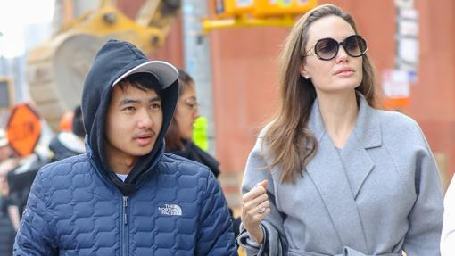 Maddox Jolie-Pitt y Angelina Jolie