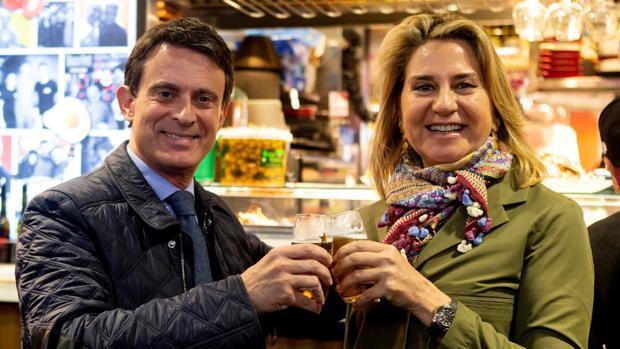 Manuel Valls y Susana Gallardo, en el mercado de la Boquería
