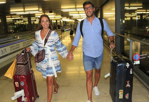 La actriz, este verano en el aeropuerto de Madrid, con Miguel Torres