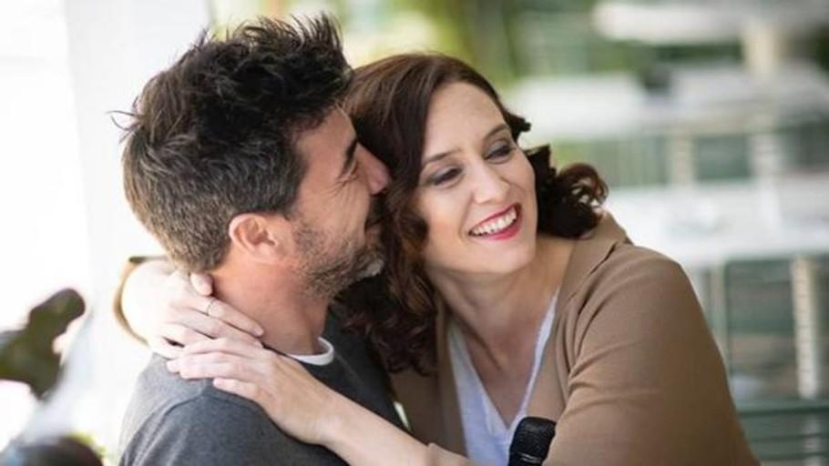 Díaz Ayuso y su pareja escenifican su amor el día de la Fiesta Nacional