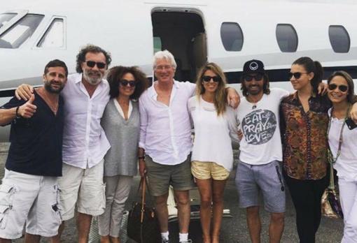 En mayo de 2016, utilizó otro de sus aviones para ir al concierto de The Rolling Stones en Cuba con el promotor Pino Sagliocco y Richard y Alejandra Gere.