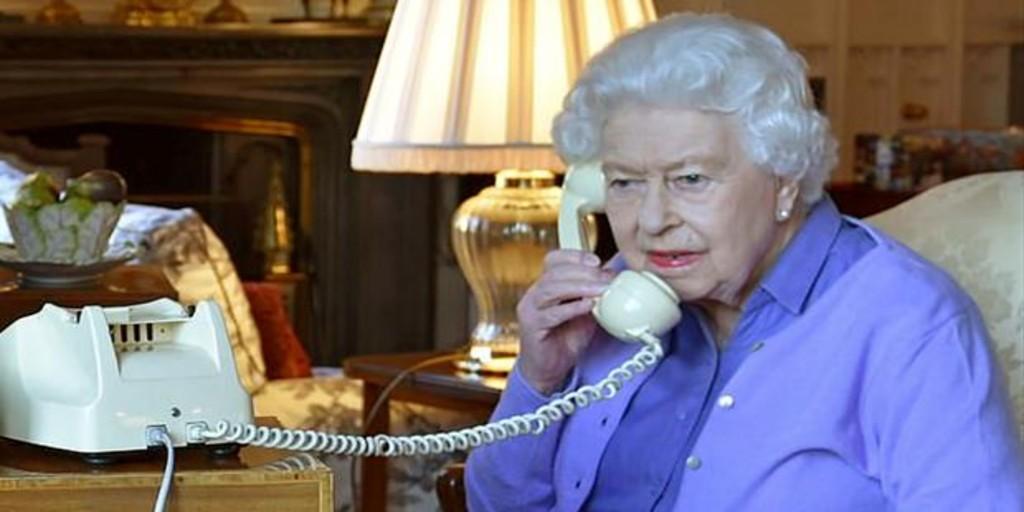 Isabel II estuvo en contacto con personal contagiado por coronavirus, según la prensa británica