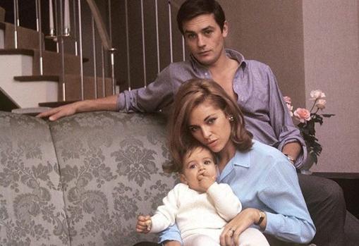 Los Delon con el pequeño Anthony