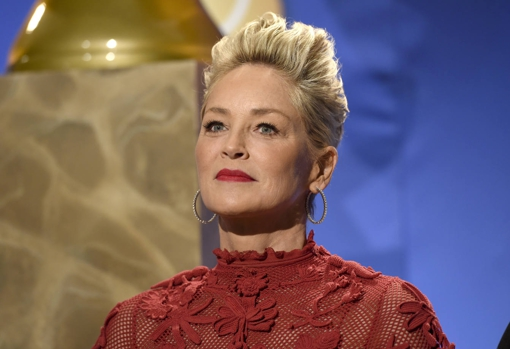 Years ago, Sharon Stone opted for an uneven pixie, a haircut with a lot of personality and rejuvenating power.