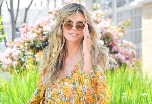 Heidi Klum with long layered hair and bangs, another trend haircut in spring 2021.