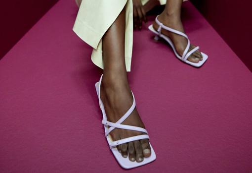 Uterqüe Square Toe Strappy Sandals