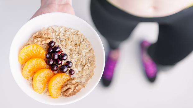 Comer antes de hacer pesas o despues