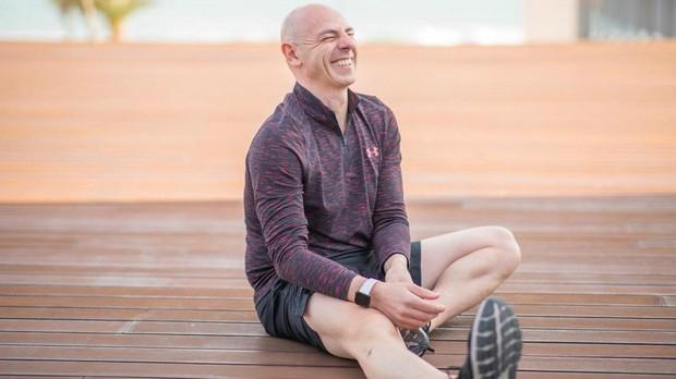 Martin Giacchetta, entrenador de los famosos, sonriendo.