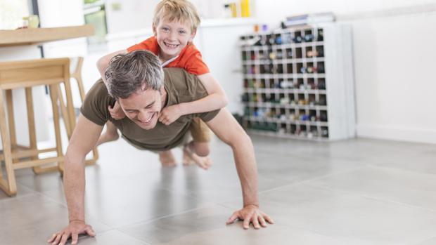Ahora los padres cuidan más la alimentación y el ejercicio cuando tienen hijos