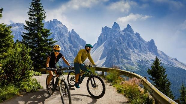 Gracias al ciclismo, muchos deportistas pueden disfrutar de bellos paisajes.