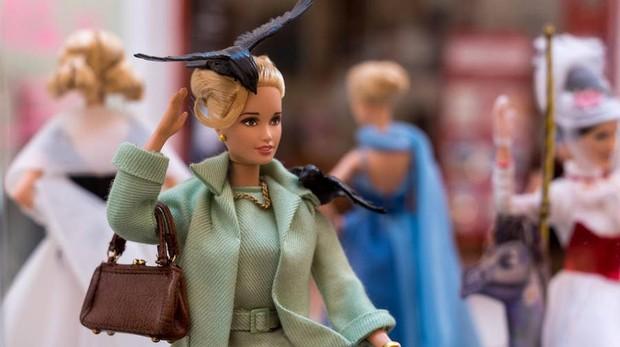 Barbie aparece vestida por grandes diseñadores internacionales como Lorenzo Caprile