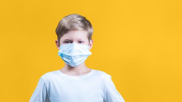 Coronavirus: Los pediatras advierten: «Por supuesto que los niños también  deberían llevar mascarillas cuando salgan a la calle»