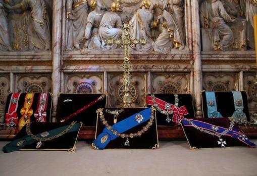 Medallas y condecoraciones presentes en el funeral