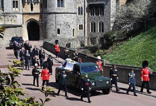 Procesión tras el féretro del duque de Edimburgo