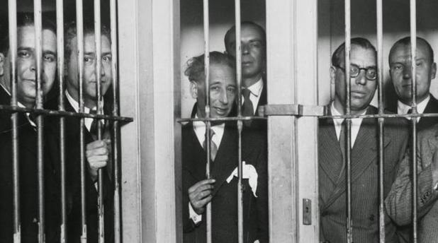 Companys, en el centro, ingresado en prisión en 1934 junto a su Govern