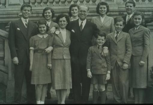 El matrimonio Kennedy con sus nueve hijos