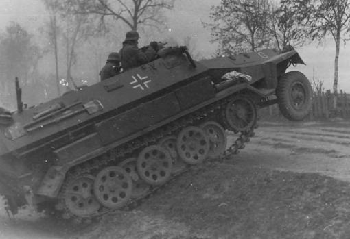 El vehículo de infantería SDKF (y sus múltiples variantes) se convirtió en la columna vertebral de las unidades mecanizadas germanas