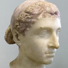Escultura romana de Cleopatra con una diadema real, de mediados del siglo I a. C.