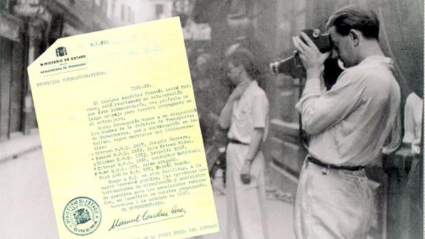 Malraux, durante el rodaje de «Sierra de Teruel», con el permiso expedido por el bando republicano