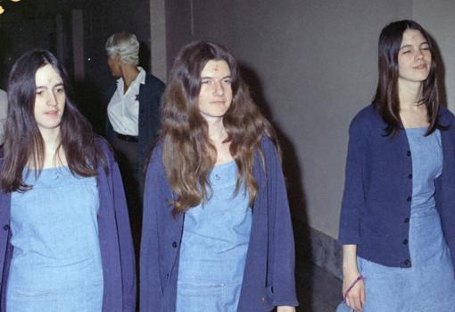 Parte de la 'Familia Manson' acude a la corte para comparecer por los asesinatos en 1971. De izquierda a derecha: Susan Atkins, Patricia Krenwinkel y Leslie Van Houten