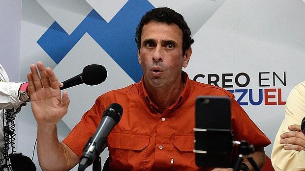 Capriles, en una rueda de prensa en Caracas a mediados de noviembre